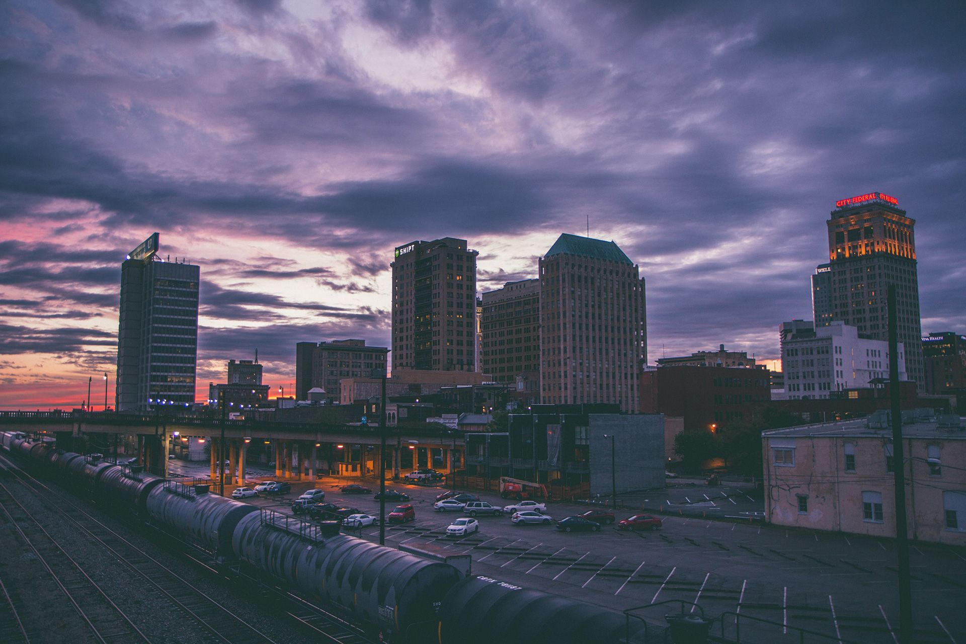 Photo of Birmingham, Alabama at dusk by Zach Searcy, from Unsplash.